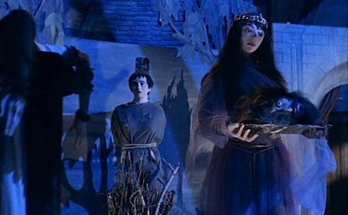 La terrible atracción de la película El molino de las mujeres de piedra, dirigida por Giorgio Ferroni