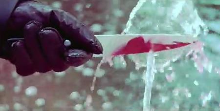 cuchillo_lavandose
