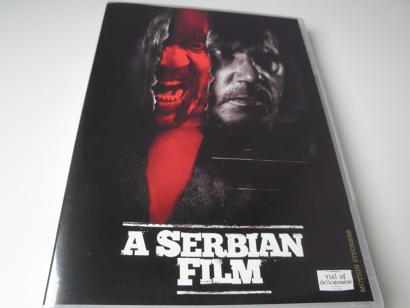 Portada del DVD de A Serbian Film, editado por Vial of Delicatessens