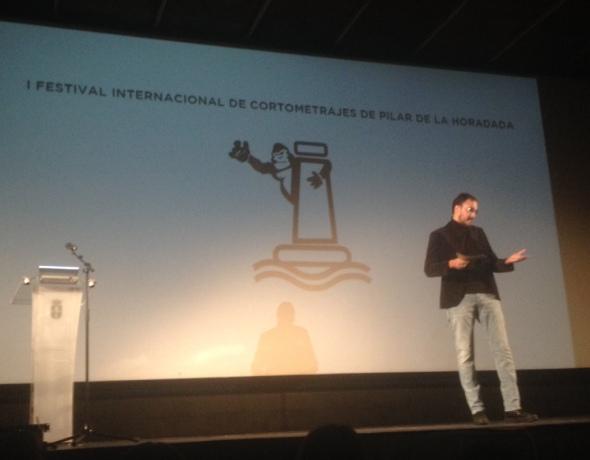 Diego Arjona, presentando la gala de clausura de Cortopilar