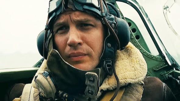 Tom Hardy, interpretando a un virtuoso piloto de avioneta en Dunkerque, de Christopher Nolan