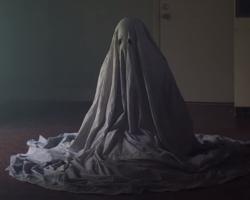 Una imagen de A Ghost Story, dirigida por David Lowery