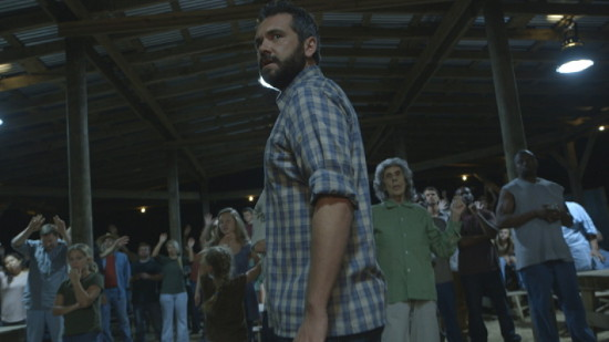 AJ Bowen en una imagen de The Sacrament, dirigida por Ti West