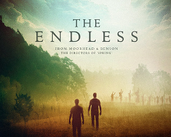 Una imagen promocional de The Endless, dirigida por Justin Benson y Aaron Moorhead