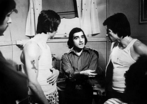 Martin Scorsese dando instrucciones a Robert De Niro y Harvey Keitel en Malas calles