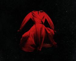 El vestido asesino de In Fabric (2018), dirigida por Peter Strickland
