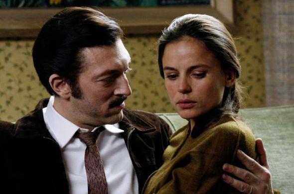 Vincent Cassel y Elena Anaya en Mesrine